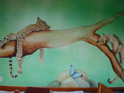 Jungle mural in childs bedroom